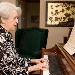 Piano e terceira idade: muito mais que terapia, companheirismo e realização