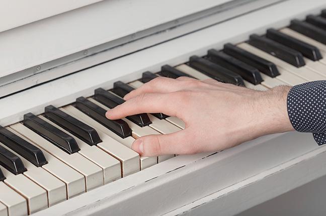 Do que são feitos os pianos Fritz Dobbert?