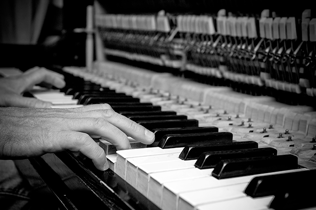 Tampa do piano de armário