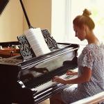 De cauda, vertical ou digital? Veja a diferença entre os pianos!