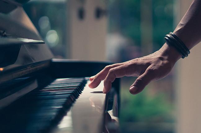 O peso das teclas do piano: Você sabe a importância?