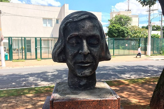 Busto de Antonietta Rudge