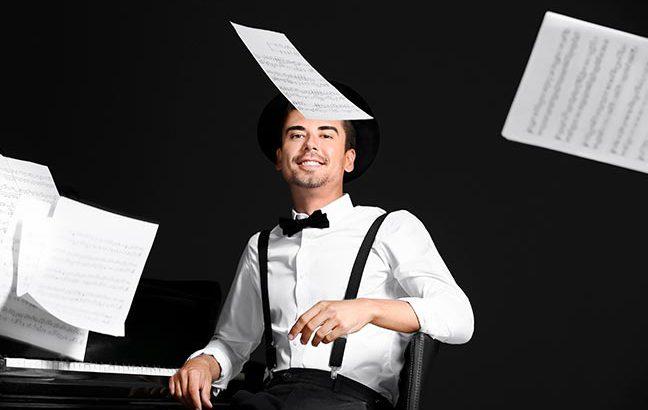 Tocar piano com ou sem partitura?