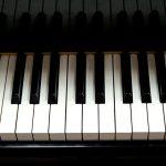 A altura da teclas do piano