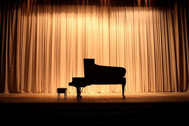 piano no palco