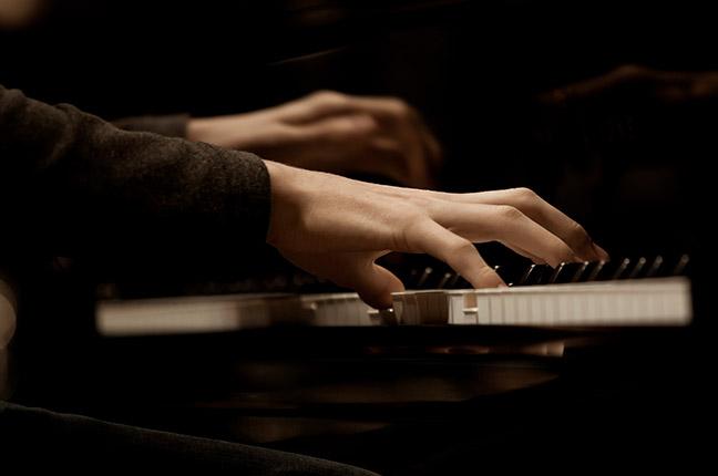 pianista tocando