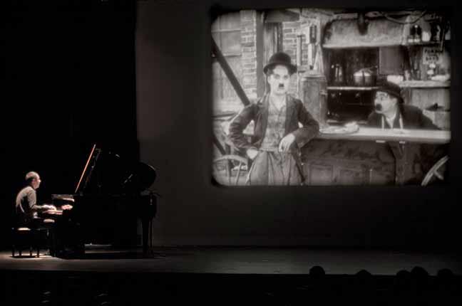 pianista e filme de Charles Chaplin