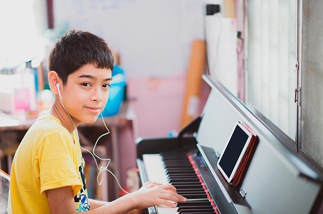 aprendendo com aula de piano online