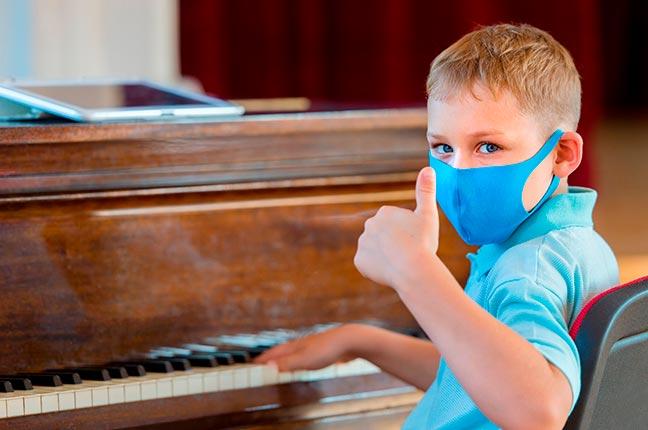 tocar piano durante pandemia