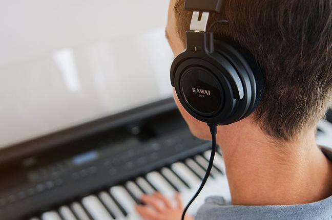como usar fones de ouvido