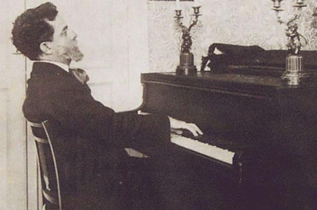 Alberto Nepomuceno tocando piano
