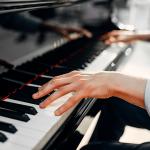 Piano Híbrido: a alternativa inovadora que une o melhor de dois mundos.